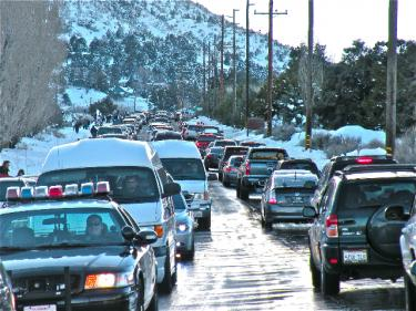As far as the eye could see on Frazier Mountain Park Road on Saturday, Jan. 23 at 3:30 p.m., cars kept emerging from the Los Padres National Forest bearing happy snow visitors. Traffic congestion was an unaccustomed sight in our winter wonderland as thousands of snow play visitors turned toward home.