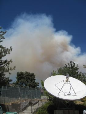 By 3:15 p.m. a tower of smoke could be seen from downtown Frazier Park, and flames were visible on the tops of hillsides towards Lebec. This is the view from The Mountain Enterprise parking lot shortly after 3 p.m. [Mountain Enterprise photo]
