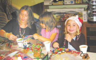 Busy elves made Christmas decorations and drank hot cocoa at Chatterpillar Toys, Gifts & Balloons with Michi's Magic Bookshelf Craft Club.