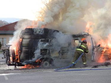 A Kern County fire fighter gains control of a car fire on Mt. Pinos Way in Frazier Park. [photo by The Mountain Enterprise]