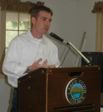 NextEra Energy Resoruces Project Manager Cliff Graham at the Lakes Town Council on April 2, 2011.