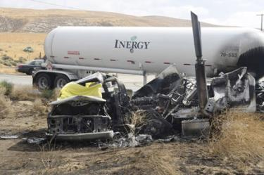 Fatality Results When Two Big Rigs and one Van on Fire at Hwy 166 and Cerro Noroeste