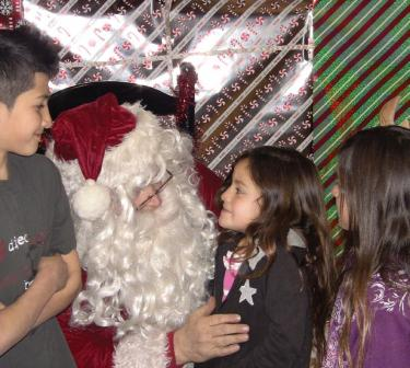 Dancers, Grinch and Santa Put a Sparkle In Kids' Eyes