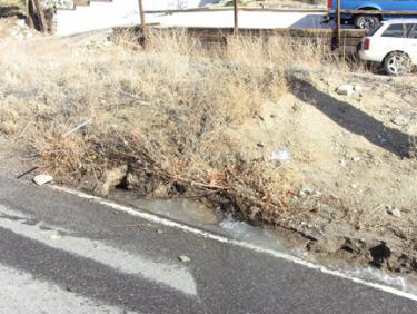 The point of leakage at Mt. Pinos Way and Los Padres Drive (west). [photo by The Mountain Enterprise]