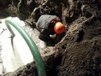 An FPPUD worker repairs a broken water line on Los Padres Drive. [photo by Jonnie Allison]