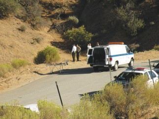 Coroner's van and homicide detectives at crime scene in Lebec. [photo by Gary Meyer]
