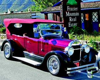 Seeing beautiful cars and showing gratitude to veterans combine in Frazier Park on May 25. [Chuck Noble photo]