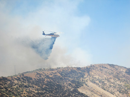 Los Angeles County helicopter drops water on the grass fire north of Gorman. [photo by The Mountain Enterprise]