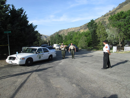 Kern County Sheriff's Sergeant Mark Brown arrives at the scene from Bakersfield. [photo by Gary Meyer, The Mountain Enterprise]