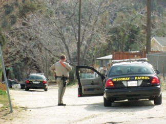 Three California Highway Patrol units provide back-up to five Kern County Sheriff's units at Pomeroy Trail and Mt. Pinos Way in Frazier Park on March 7. [photo by Gary Meyer]