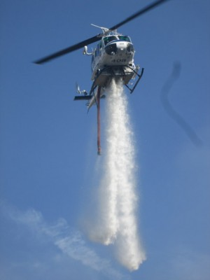 Helicopter 408 made about nine water drops on the fire. [photo by Gary Meyer]