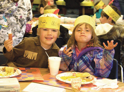 Local schools put on Thanksgiving lunches. [Dionne Bolton photo]
