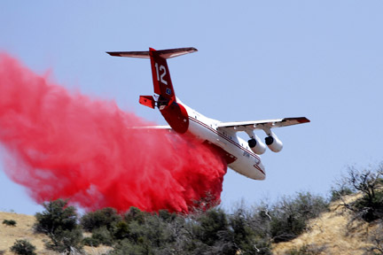 [photo of Neptune Aviation's BAe 146 air tanker by Chuck Noble]