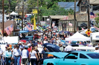 Downtown Frazier Park was packed on Saturday, May 24 with people enjoying the Memorial Day parade and the classic cars on display. [photo by Mel Weinstein]