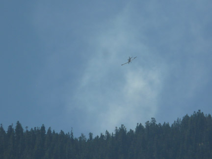 Fixed wing aircraft attacking the fire. [photo by Douglas Page on Tirol Drive in Pine Mountain]
